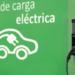 Un cargador inteligente para vehículos eléctricos con comunicación wifi y control de programación horaria