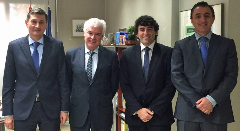De izquierda a derecha: Pedro A. Prieto, director de ahorro y eficiencia energética de IDAE; Arturo Fernández, director general de IDAE; Luis Cid-Fuentes, presidente de ANIRCA; y José Luis de Esteban, secretario general de ANIRCA.
