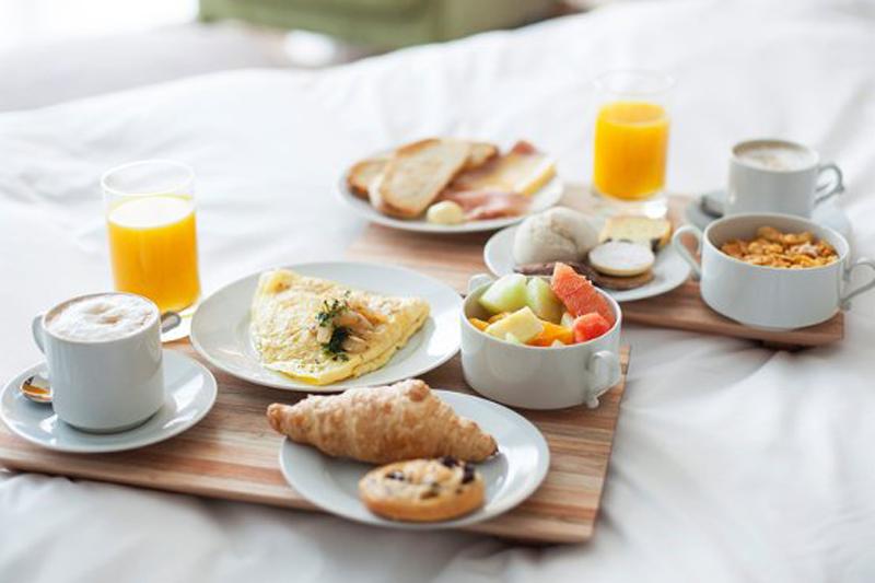 Desayuno en la habitación gracias a Alexa for Hospitality