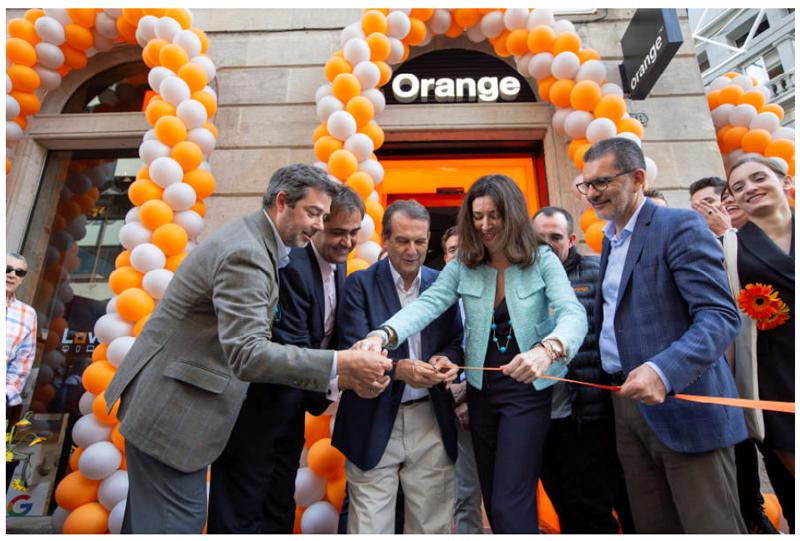 Orange inaugura en Vigo su Smart Store y lleva la fibra óptica