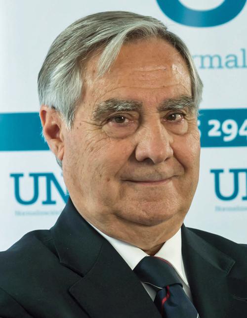 Carlos Esteban, reelegido presidente de UNE