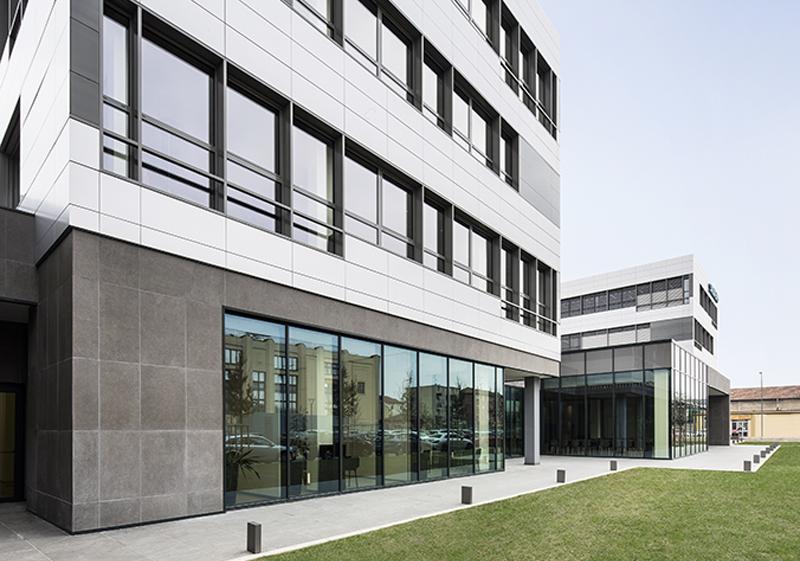 La sede de Siemens en Italia dispone de amplias zonas verdes.
