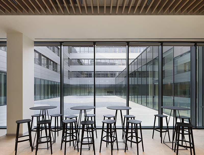 Interior Sede Siemens en Milán Italia con Oficinas Inteligentes