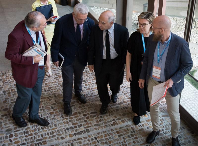 Llegada de los integrantes de la inauguración del IV Congreso Edificios Inteligentes