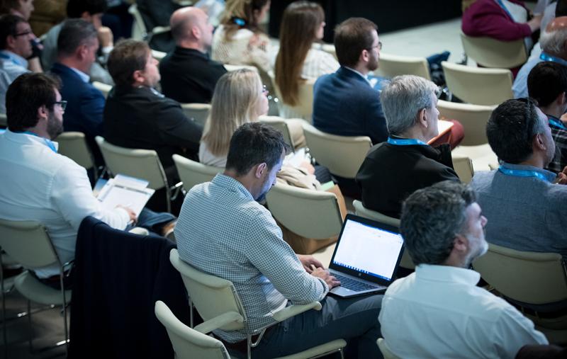 Público escuchando la Conferencia Magistral de Jesús Cañadas de la Secretaría de Estado para el Avance Digital