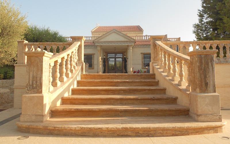 Figura 1. Entrada principal de la villa.
