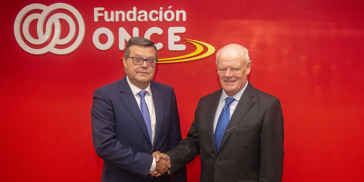José Luis Martínez Donoso, director general de Fundación ONCE, izquierda; y Francisco González, director general de FEEDA, derecha.