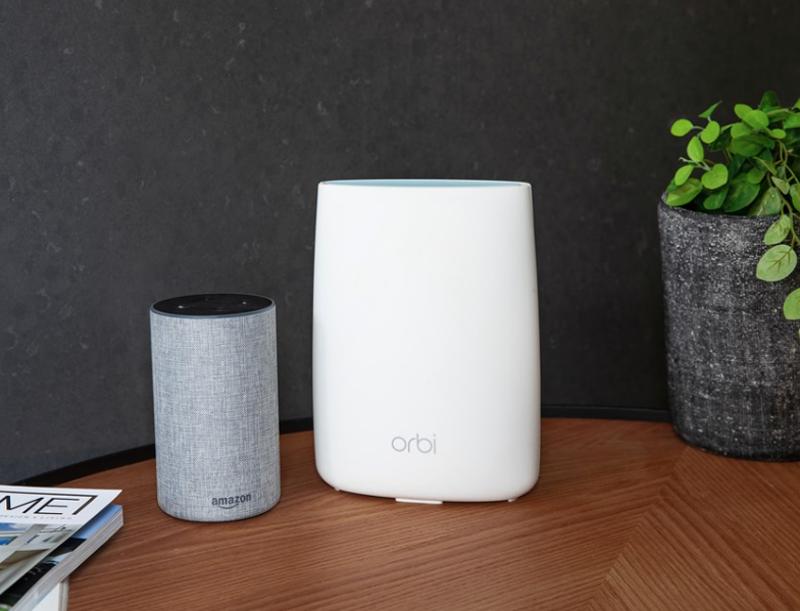 El router/satélite de Orbi es compatíble con el asistente de voz de Amazon y Alexa,
