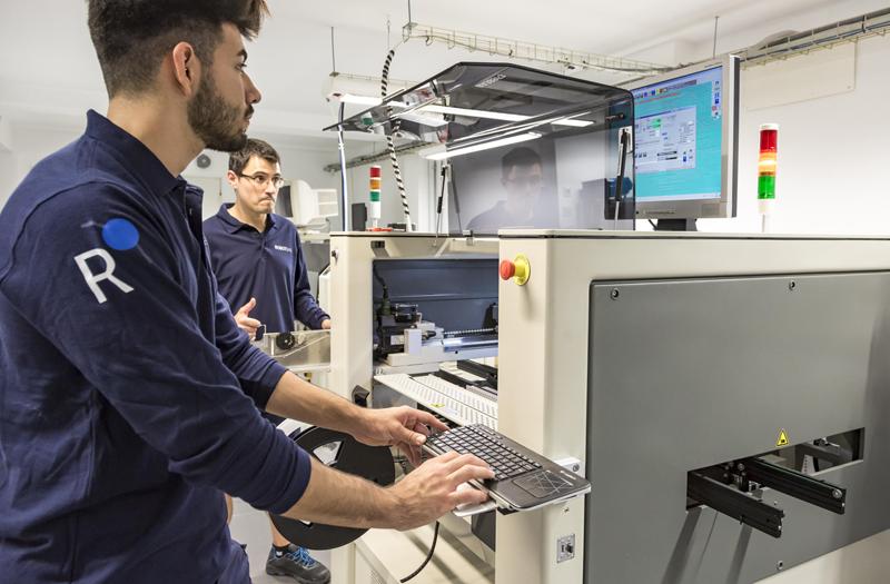 El sistema de automatización de Robot ofrece la posibilidad de controlar desde el diseño hasta la monitoirzación de sistemas.