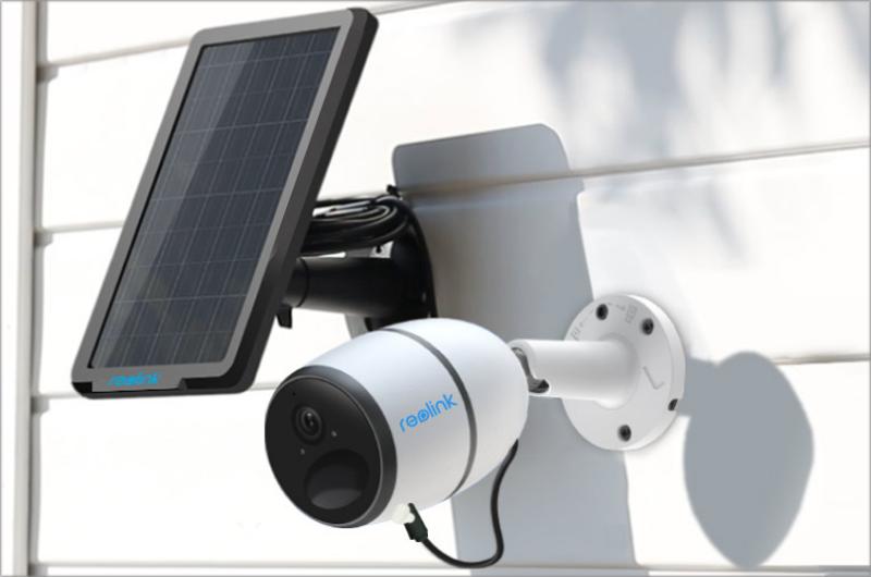 Reolink incorpora en su cámara de seguridad paneles solares para alimentar a sus baterías sin perjudicar su eficacia.