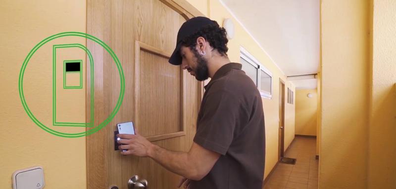 La puerta inteligente YoloDoor permite al usuario gestionar los envíos y las recepciones a través del smartphone.