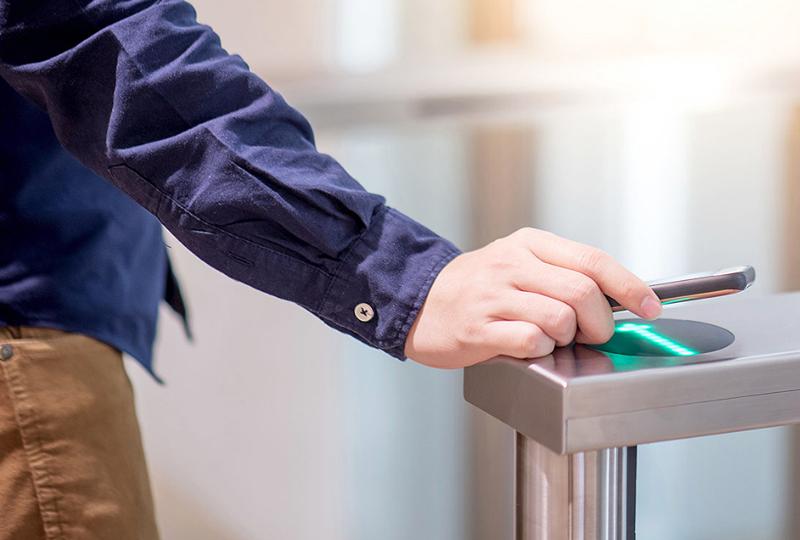 Con los smartphone, los visitantes y trabajadores pueden disponer de una llave invisible que le proporciona acceso a todas las estancias.