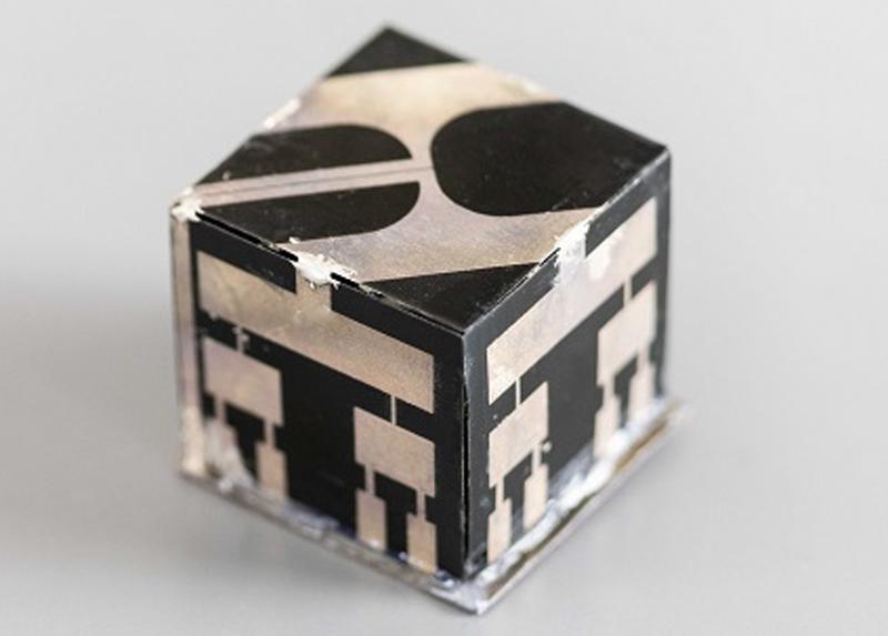 La antena cubo 3D puede recolectar la radiofrecuencia emitida por los smartphones cercanos y alimentar pequeños sensores.