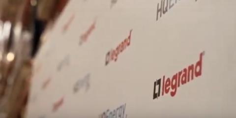 La cara más solidaria de Legrand: donación de material eléctrico a África