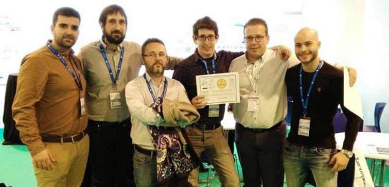 El equipo de IKNX Ingeniería recogiendo el 2º Premio en la categoría de inmótica de los III Premios Eficiencia Energética KNX y Fenie, Matelec 2018.