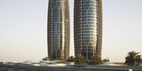 La fachada automatizada de las torres Al Bahr ayuda a reducir la incidencia del sol en el interior del edificio