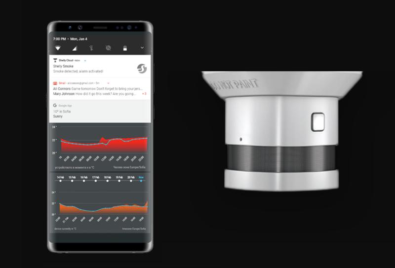 El sensor de temperatura y humo Shelly Smoke envía notificaciones al teléfono del usuario en caso de detectar humo.