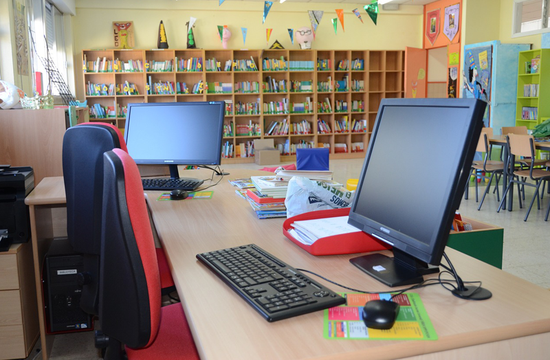 InnovaSur implementará en 18 meses banda ancha en unos 700 colegios extremeños.