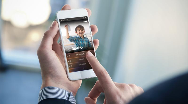 El videoportero BTicino de Legrand incorpora la tecnología de reconocimiento facial de Netatmo para identificar a los miembros de la familia.