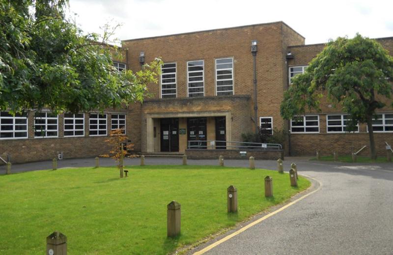 Fachada Arthur Mellows Village College.