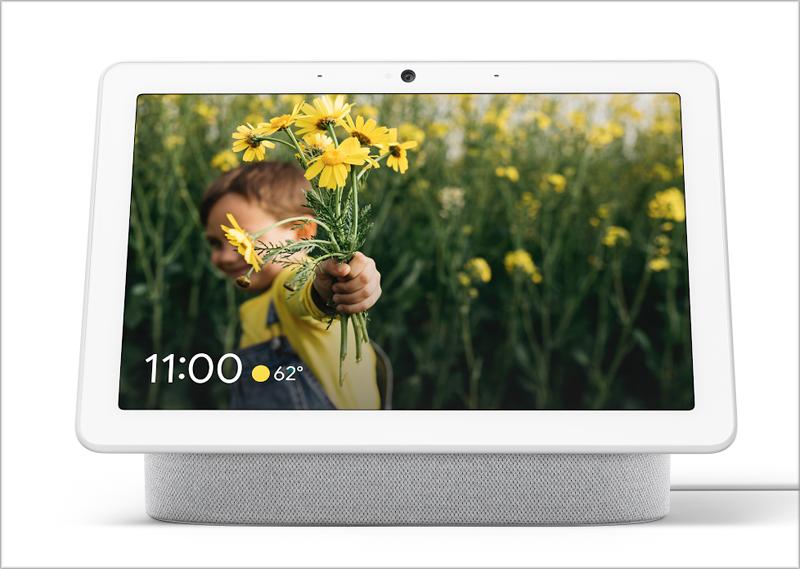 El asistente virtual Nest Hub Max permite vigilar el hogar de manera remota con su cámara Nest Cam.