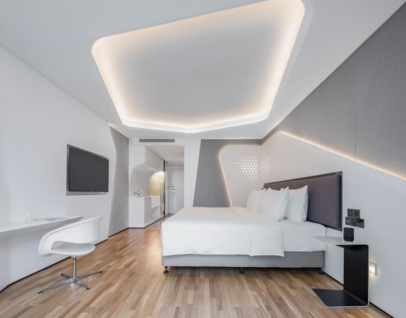 FlyZoo Hotel se compone de 290 habitaciones, todas ellas equipadas con las últimas tecnologías del mercado.