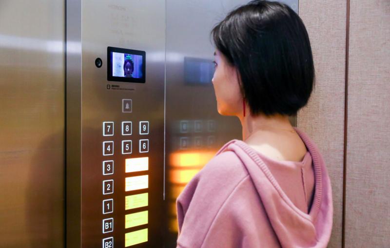 El reconocimiento facial es la llave a todas las estancias del hotel, por lo que el cliente solo requerirá de su cara para abrir las puertas o para accionar el ascensor.