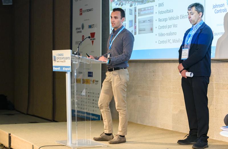 Ponencia de Jorge González, departamento técnico del Grupo Cadielsa (izquierda); y David Martínez, integrador de Sistemas de KNX Consultores (derecha).