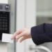 Lector de tarjeta RFID, comunicación en puerta y videovigilancia integrados en un mismo dispositivo