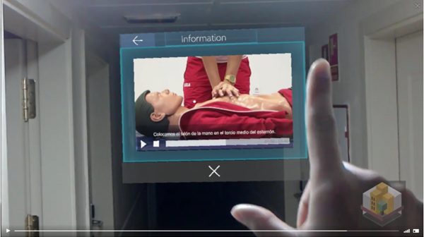 Figura 3. Captura aplicación HoloLens donde se reproduce un vídeo sobre práctica de primeros auxilios.