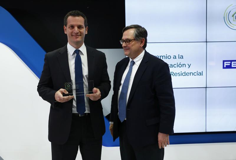 Jeremy Palacio (izquierda) y Francisco Marhuenda (derecha) en la entrega del premio.