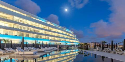 Sistema de gestión técnica hotel Royal Hideaway Corales Suites: accesos, eficiencia energética y confort (integración sistema LonWork)