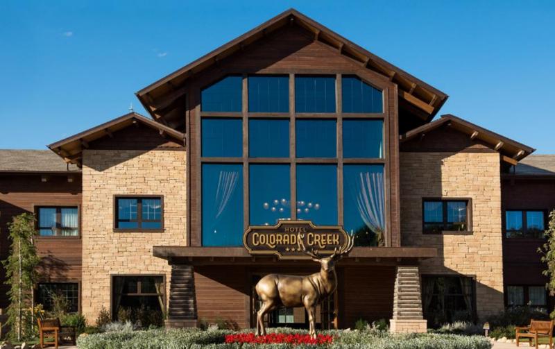 Fachada del hotel Colorado Creek en PortAventura World.