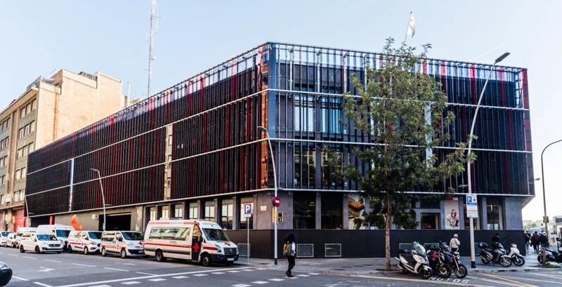 Fachada de la sede de la Cruz Roja de Barcelona.
