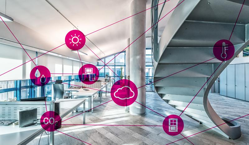 Una oficina con iconos de dispositivos inteligentes unidos por líneas.