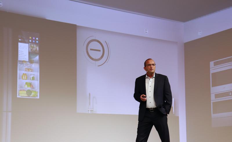 Oliver Iltisberger, director general Smart Building de ABB, durante su presentación de la casa del futuro.