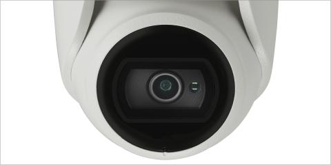 La cubierta plana de los minidomos evita la humedad en la lente y garantiza la calidad de las imágenes