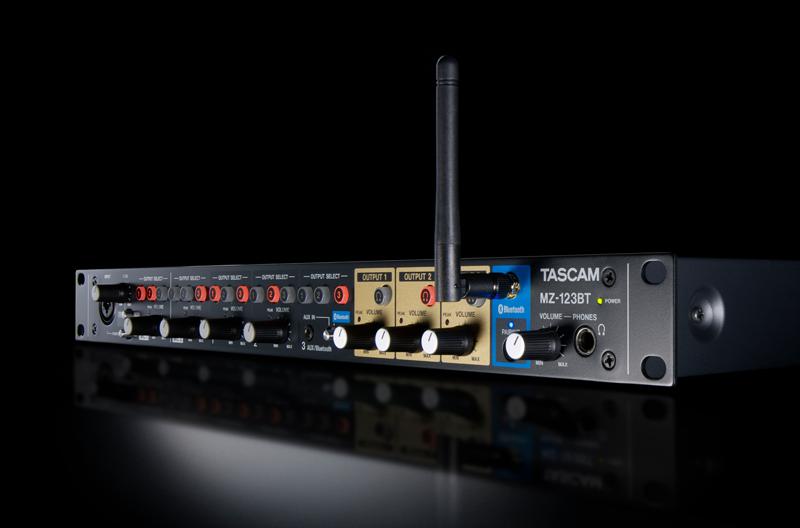 Mezclador de audio de Tascam.