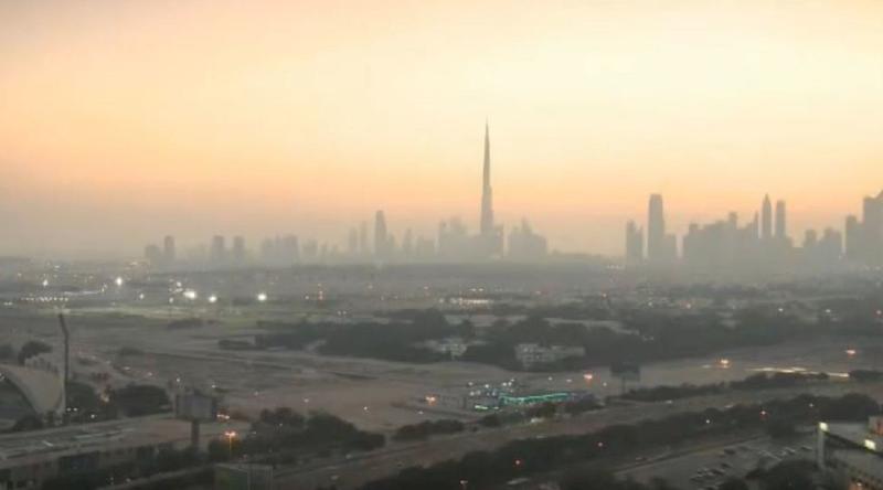 Una vista de lejos del edificio Burj Khalifa.