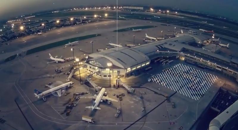 Exterior de un aeropuerto.