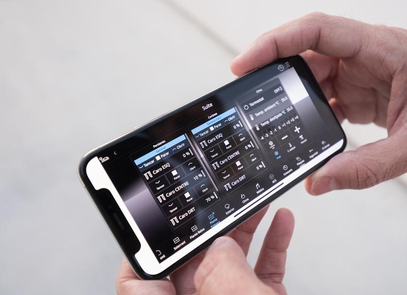 Un móvil con la aplicación de Jung.