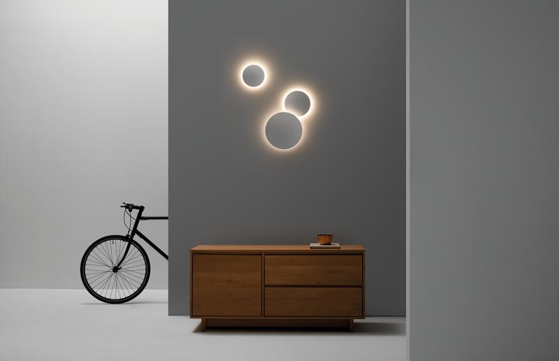 Una sala con la luminaria Mood.