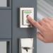 Mayor facilidad en el acceso a los domicilios con la cerradura conectada que integra un lector de huellas digitales