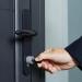 Cerraduras y llaves inteligentes con opciones de bloqueo en la aplicación móvil para garantizar la seguridad de los accesos