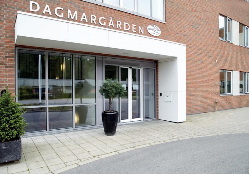 Fachada de la residencia Dagmargården en Dinamarca.