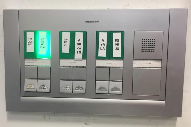 Pulsadores del sistema de alarmas situado en Ceco.
