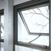 Ventilación natural automatizada con bloqueo de seguridad para ventanas grandes con marcos pesados