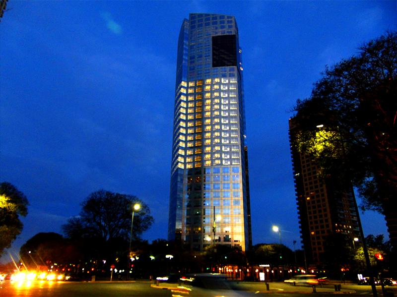 Exterior torre YPF de Puerto Madero, Buenos Aires, Argentina.