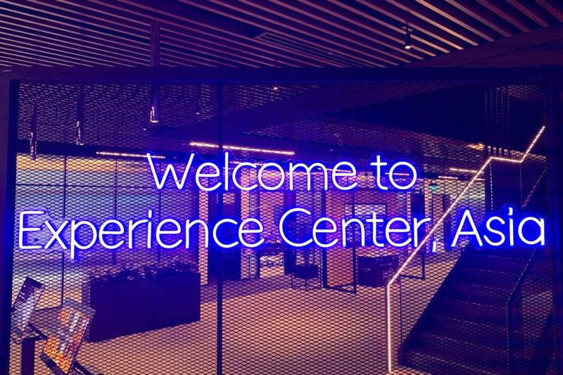 Cartel de bienvenida al Experience Center Asia de Microsoft.