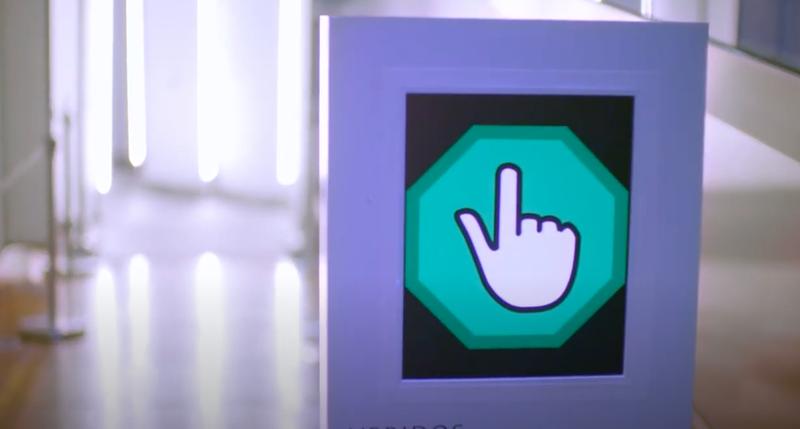 Señal de acceso al pasillo biométrico.